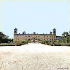 Nobile Parma. La #PicOfTheDay #turismoer di oggi gioca tra i giardini assolati del Palazzo Ducale di #Colorno, #Parma. Complimenti e grazie a @enrico95 / Aristocratic Parma. Today's PicOfTheDay turismoer runs through the sunny gardens of the Colorno Ducal Palace, #Parma. Congrats and thanks to @enrico95