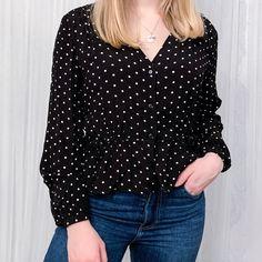 Kuvan Loiste -kaulakoru tuo yksinkertaiseenkin asuun luksusta✨ Polka Dot Top, Tops, Women, Fashion, Moda, Fashion Styles, Fashion Illustrations, Woman
