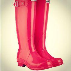 Loving the hot pink hunter rain boots!