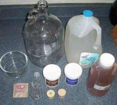 Storm the Castle: 1 gallon Batches of Mead - an easy way to get into the hobby of mead making Drinks Alcohol Recipes, Wine Recipes, Alcoholic Drinks, Beverages, Cocktails, Beer Brewing, Home Brewing, Wine Making Equipment, Mead Recipe