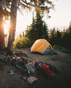 Looking for insiration on your next camping adventure this year? Check out these campsites that will inspire you with those camp vibes for your next trip! Camping And Hiking, Camping Survival, Camping Life, Tent Camping, Camping Hacks, Outdoor Camping, Camping Ideas, Backpacking, Survival Life