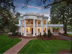 625 Hermitage Ct, Charlotte, NC 28207 - Zillow