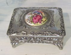 Vintage rustic metal jewelry box having a Victorian era painting on the lid Made in Japan 3 inches wide X 2 inches long X 1 inches deep Girls Jewelry Box, Women Jewelry, Ladies Jewelry, Jewellery Box Making, Romantic Shabby Chic, Victorian Era, Metal Jewelry, Fascinator, Decorative Boxes