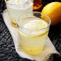 Body detoxifying drink, improves health, skin and helps lose weight. lemonade with ginger and sweetened with honey not regular sugar. Healthy Drinks, Healthy Tips, Healthy Choices, How To Stay Healthy, Healthy Recipes, Healthy Junk, Drink Recipes, Healthy Food, Smoothies