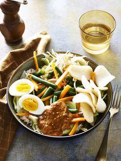 Gado Gado, Vegetarian Recipes, Healthy Recipes, Asian Recipes, Ethnic Recipes, Clean Eating Dinner, Exotic Food, Indonesian Food, Food Porn