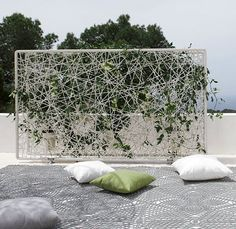 nice take on the vertical garden trend: dedon paravan Wicker Furniture, Outdoor Furniture, Outdoor Decor, Green Facade, Green Rooms, Green Walls, Garden Trellis, Vertical Gardens, Green Building