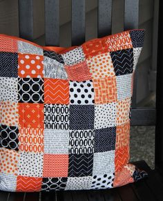 Praças simples Halloween Travesseiro, Cluck Cluck Sew