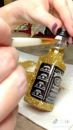 Diy Crafts For Home Decor, Diy Crafts For Gifts, Fun Crafts, Bling Bottles, Bedazzled Liquor Bottles, Glitter Champagne Bottles, Alcohol Bottle Crafts, Decorated Alcohol Bottles, Diy Birthday