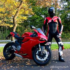 Motorcycle Suit, Motorcycle Leather, Real Leather, Leather Men, Leather Jacket, Ducati, Motorsport Clothing, Bike Leathers, Street Bikes