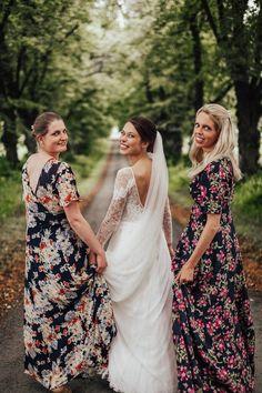 Photostaken by Anna Olette Tangen #bridesmaids #brudesmsiddress #dress #engaged #wedding #bride #bestmen #goals #weddinggoals #bestfriends #girly #weheartit #weddingphoto