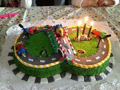 race track cake / torta de pista de carreras