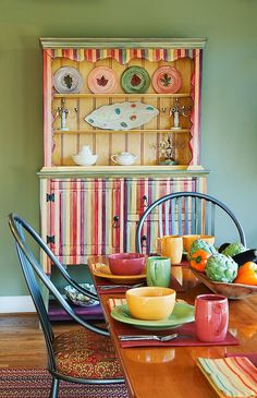 Custom Hutch Makes Dining Room Organization Easier