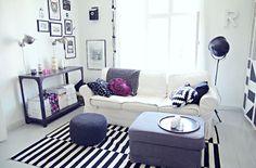 白いソファのあるリビング | 東京 small life同じくEKTORPシリーズのソファ。 白黒インテリアのアクセントカラーにピンクやムラサキが入っています。 こちらのお部屋、IKEAの商品が結構ありますね?