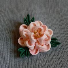 Light pink botan (peony) kanzashi