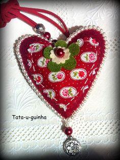 Coração em feltro e tecido com beading