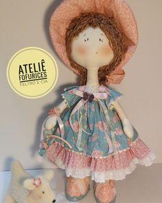 Juro, essa vai doer o coração para entregar à cliente rsrsrs. 50 cm de pura magia e encanto. Cloe, uma boneca doce! Estou apaixonada!   #feitoamão #handmade #bonecasdepano  #ameibonecas #bonecando #Cloe #ateliefofuricesfeltroecia