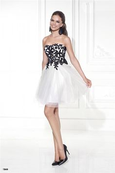 Summer Style 2016 Sexy Black and White Homecoming Dresses Strapless Ruffled Tulle Vestidos A Line Short Cocktail Dresses - Onestop Wedding Store Homecoming Dresses Knee Length, Strapless Homecoming Dresses, Prom Party Dresses, Graduation Dresses, Party Gowns, Wedding Gowns, Cocktail Dress For Teens, White Cocktail Dress, Short Cocktail Dress