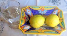 Al matino,a digiuno,bevi acqua tiepida,pari ad almeno mezzo bicchiere d'acqua,mescolata col succo di 1 limone. Il tuo corpo ti ringrazierà. Fruit, Food, Medicine, Essen, Meals, Yemek, Eten