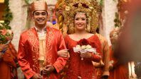 Pernikahan Minang Rizka dan Abra di Gedung Wanita Patra