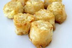 An easy version of the tiropita. These make ahead crunchy Greek feta cheese-phyllo bites will satisfy everybody and they are so easy to make. Greek Appetizers, Elegant Appetizers, Recipes Appetizers And Snacks, Yummy Appetizers, Greek Cheese Pie, Phyllo Dough Recipes, Pastry Recipes, Zucchini Patties, Crockpot