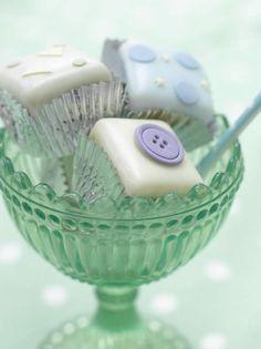 Button cakes