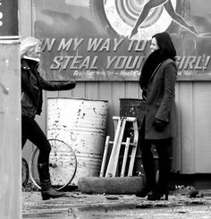 the sign in the background LOL... emma is on her way to steal robin's girl & regina is stealing hook's #sorrynotsorry #swanqueen #swen