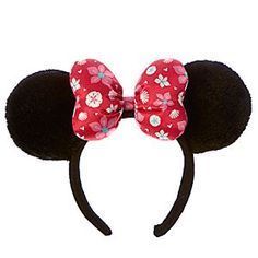 Minnie's sunny souvenir headband will bring to mind memories of your visit to Aulani, A Disney Resort & Spa. Topped with a padded Aloha print bow, these plush ears are a tropical keepsake to treasure always!