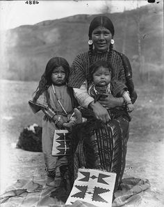 Nez Perce woman named Peotsenmy, her infant, and small daughter, Colville Indian Reservation, Washington, ca. 1901
