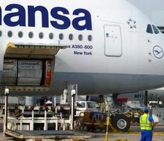 Ladeluke_des_Lufthansa_Airbus_A380-800_New_York_auf_dem_FRA_Airport.png (2796×2423)