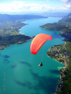 parapente annecy Adventure Awaits, Adventure Travel, Tokyo Japan Travel, Kyoto Japan, Okinawa Japan, Olympic Diving, Lake Annecy, In The Air Tonight, Annecy France