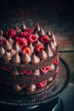 Easy chocolate cake that is moist and made with pantry ingredients. It is frosted with a rich chocolate fudge frosting and fresh raspberries to decorate. Chocolate Fudge Frosting, Chocolate Raspberry Cake, Best Chocolate Cake, Chocolate Cream, Chocolate Desserts, Seven Up Cake, Cake Recipes, Dessert Recipes, Cake Shop