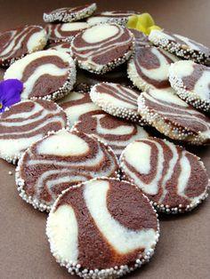 Bakini domaci i video recepti - video i domaći recepti jedne bake Zebra Cookies, Cookie Recipes, Dessert Recipes, Kolaci I Torte, Croatian Recipes, Sweet Cakes, Easy Desserts, Cookie Decorating, Amazing Cakes