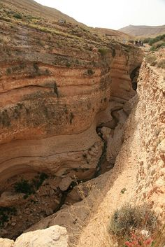 Mides.  It is located in southern Tunisia and is composed of overlapping layers of rock being carved by the River Oued, served as the backdrop for the movie English Patient, the area is 5000 square kilometers