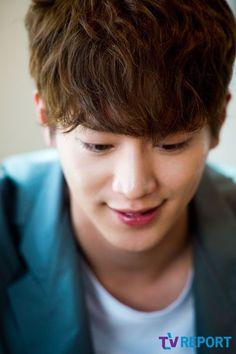 俳優ソ・ガンジュンがTVレポートのインタビューでポーズをとった。ソ・ガンジュンは先日韓国で放送が終了したドラマ「チーズ・イン・ザ・トラップ」で将来有望だったピアノの天才で、常に自信にあふれている熱血… - 韓流・韓国芸能ニュースはKstyle
