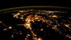 Rozświetlona Ziemia. Nocne nagranie ze stacji kosmicznej