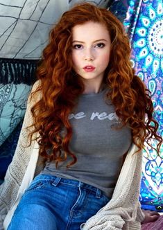 Picture of Francesca Capaldi Stunning Redhead, Gorgeous Redhead, Beautiful Young Lady, Beautiful Long Hair, Beautiful Celebrities, Gorgeous Women, Women With Freckles, Red Hair Woman, Girls With Red Hair