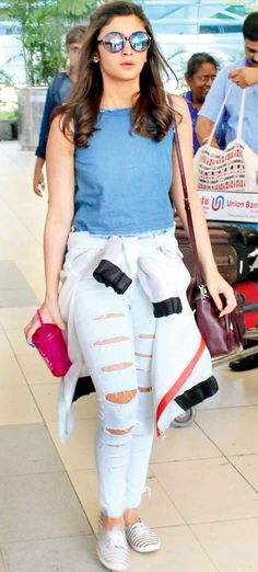 10 Celebrities Who Rock Distressed Jeans Like No One Else Alia Bhatt -cosmopolitan. Mode Bollywood, Bollywood Fashion, Bollywood Saree, Indian Celebrities, Bollywood Celebrities, Cosmopolitan, Alia Bhatt Photoshoot, Look Fashion, Fashion Outfits