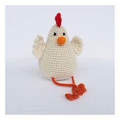 Ravelry: hen pattern by Emma Wilke-FREE pattern Animal Knitting Patterns, Easter Crochet Patterns, Crochet Birds, Cute Crochet, Crochet Crafts, Crochet Yarn, Crochet Toys, Crochet Projects, Crochet Amigurumi