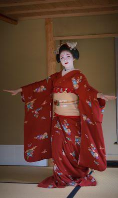 舞妓 maiko 勝奈 katsuna 上七軒 KYOTO JAPAN