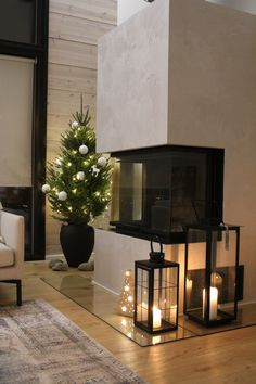 #joulukuusi #pienijoulukuusi #joulukoristeet #joulu2021 #christmasdecor #takka Scandinavian Style, Small Christmas Trees, Dining Table, Furniture, Home Decor, Decoration Home, Room Decor, Dinner Table, Home Furnishings