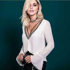 #mulpix  De pertinho... Blusa manga sino de sedinha bordada!!! Cores: Preta e Branca _______________________ Compras e valores 》Whatsapp (11) 95321-1003 》cuteclosetstore@gmail.com . . .  #white  #blackandwhite  #mangasino  #pedraria  #bordado  #glam  #chicandcool  #style  #perfect  #look  #top  #cool  #outfit  #ootd  #fashion  #fashionista  #beautiful  #blonde  #trend  #chic  #stylish  #omg  #wow  #newcollection  #lookbook  #lookoftheday  #outonoinverno  #night  #compreaqui  #cut...