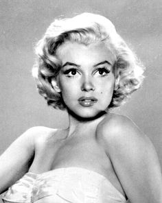 Marilyn Monroe is probably the most iconic figure that emerged from Classic Hollywood. See her eventful life in pictures in the Marilyn Monroe Gallery. Hollywood Glamour, Classic Hollywood, Old Hollywood, Marilyn Monroe Portrait, Marilyn Monroe Photos, Marilyn Monroe Style, Marilyn Monroe Wedding, Marilyn Monroe Makeup, Victoria Tornegren