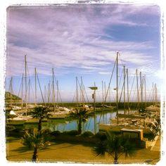 """""""In questo mondo, viviamo tutti a bordo di una nave salpata da un porto che non conosciamo, diretta a un porto che ignoriamo; dobbiamo avere per gli altri una amabilità da viaggio"""" Fernando Pessoa"""