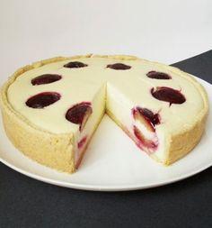 Szilvás sült túrótorta. Más gyümivel v. nélkül is Hungarian Desserts, Hungarian Recipes, Sweet Recipes, Cake Recipes, Eastern European Recipes, Salty Snacks, Sweet And Salty, Cake Cookies, Cheesecake