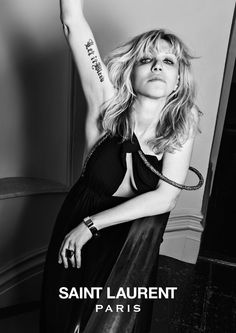 Saint Laurent en musique avec Courtney Love http://www.vogue.fr/mode/news-mode/diaporama/saint-laurent-en-musique/12543#!saint-laurent-courtney-love-robe-longue-noire