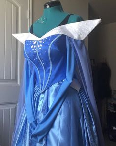 """Vi Your Bi Mom's Instagram profile post: """"‼️COMMISSIONS ARE OPEN!!‼️hello friends my commissions are open for two spots for my Cosplay commissions and two spots for my Portrait…"""" Aurora Design, Disney Sleeping Beauty, Disney Cosplay, Princess Aurora, Profile, Mom, Portrait, Friends, Crafts"""