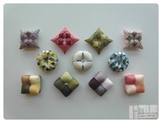 바늘방석 바늘꽂이. 침봉. 바늘방석. 바늘겨레. 핀쿠션 등등 여러가지 이름으로 불립니다. 일반적으로 규방... Fabric Jewelry, Jewelry Art, Fabric Art, Fabric Crafts, Korean Crafts, Cushion Inspiration, Felt Pincushions, Fabric Brooch, Japanese Patterns