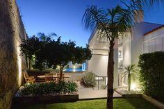 MODERN BUILDINGS| Paulo Baptista, Casa yard | bocadolobo.com/ #modernarchitecture #architecture