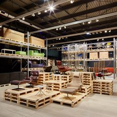 Tokyo-based Schemata Architects created an exhibition stand for furniture brand Vitra with wooden pallets for Milans 2015 international design fair Wooden Pallet Crafts, Wooden Pallet Furniture, Wooden Pallets, Pallet Benches, Pallet Tables, Pallet Bar, Outdoor Pallet, 1001 Pallets, Pallet Sofa