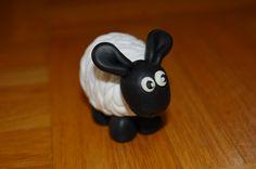 Shaun das Schaf aus MiraJolie, Flechttechnik Marzipan, Inspiration, Home Decor, Fimo, Shaun The Sheep, Diy Presents, Creative Ideas, Craft, Thermomix
